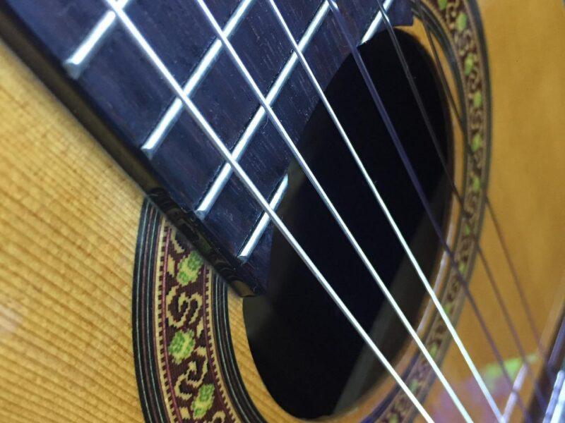 Conserto e Venda de Violão