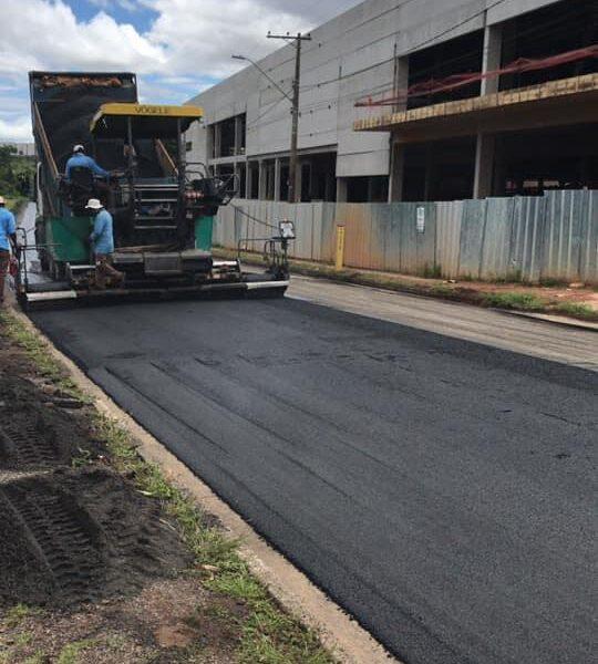 Itajubá obras de guias, sarjetas e asfalto